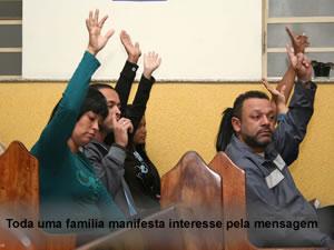 Família acompanha o estudo das profecias